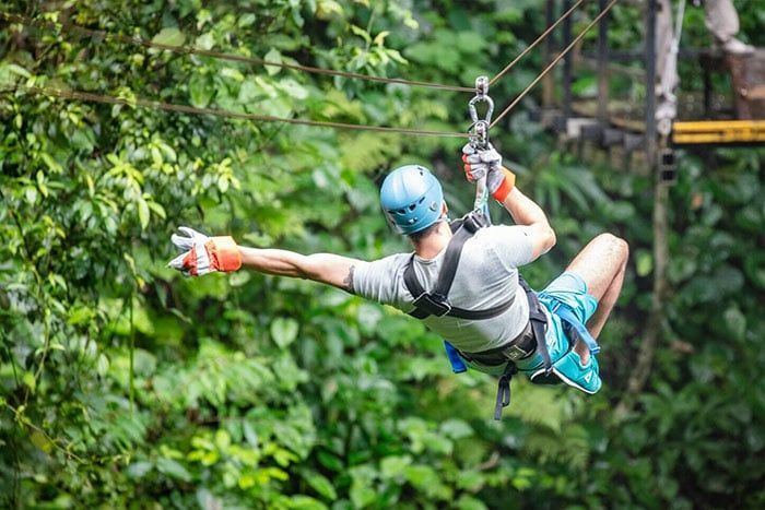 Canopy zip line 10 cables and 15 platforms